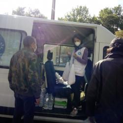 Reparto de alimento desde furgoneta