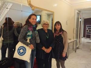 Nuestras voluntarias con la premiada de este año, Lourdes Portillo