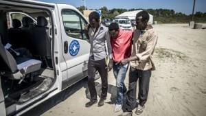 20150630 - FRANCE, CALAIS: Mission de Médecins Du Monde à Calais dans le bidonville, le 30 juin 2015. PHOTO OLIVIER PAPEGNIES / COLLECTIF HUMA