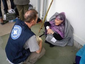 Esta mujer llegó a las costas griegas a sus 95 años huyendo de Afganistán.