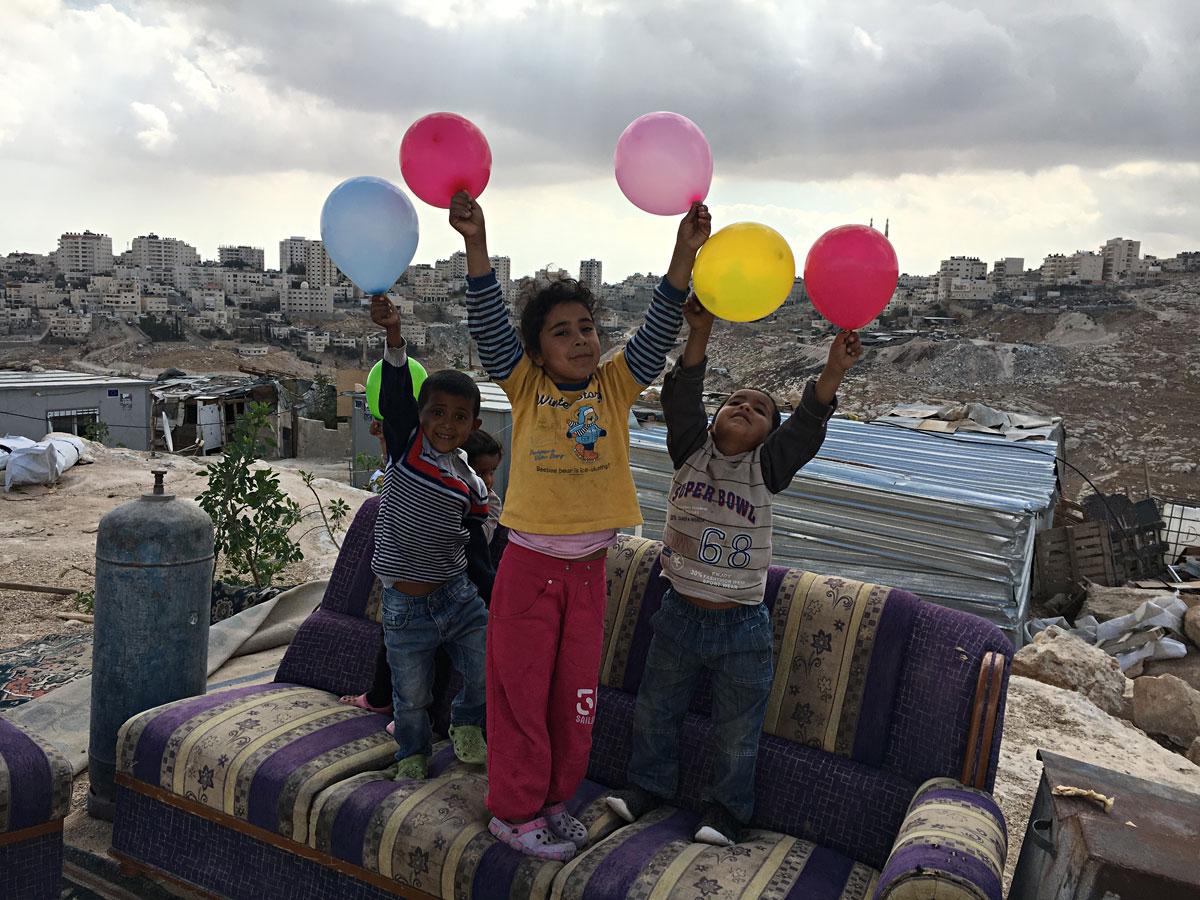Estimulación temprana con la infancia víctima de violencia política comunidad de Jabal al Baba Cis F Antone Kamel