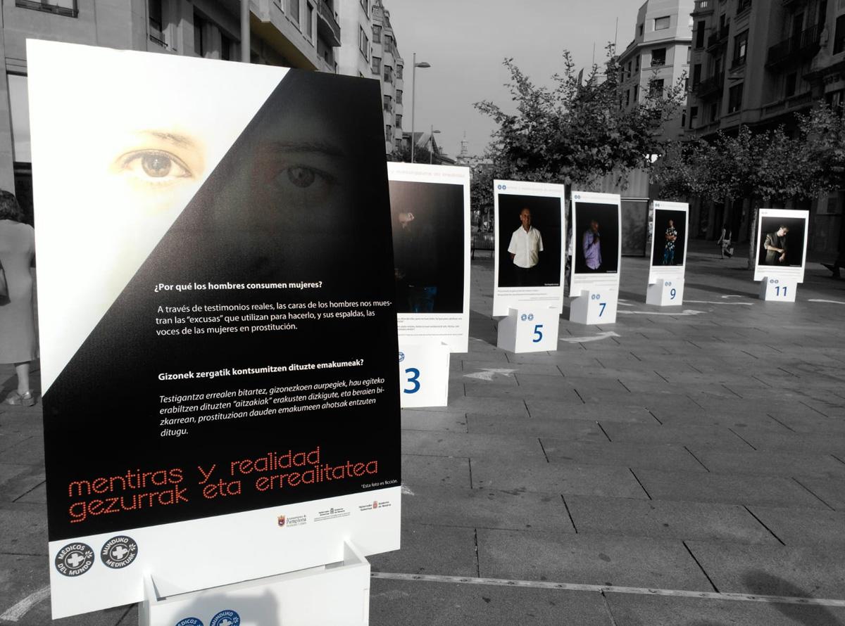 Expo Mentiras y realidad 11 paneles en Carlos III Pamplona