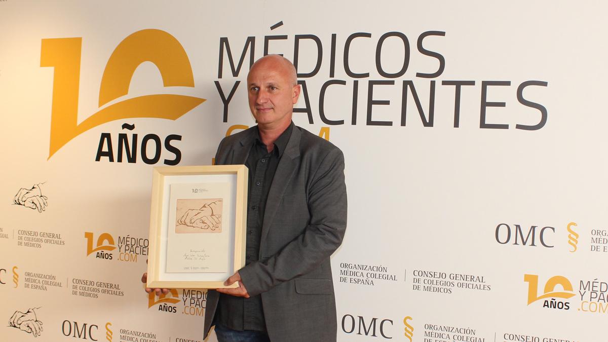 El presidente de MdM José Félix Hoyo con el Premio